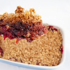 Xylitol Plum and Cinnamon Crumble